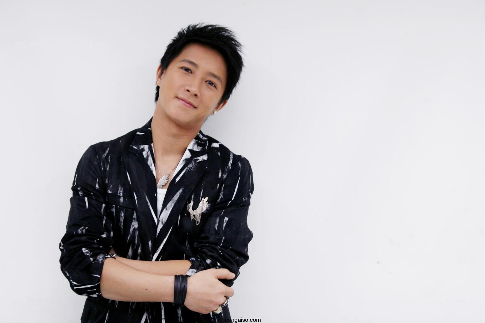 Thong-tin-ve-cac-thanh-vien-trong-nhom-Super-Junior-4