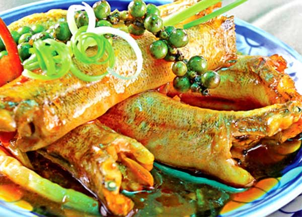 Cách làm cá bống kho nước dừa món quà của thiên nhiên
