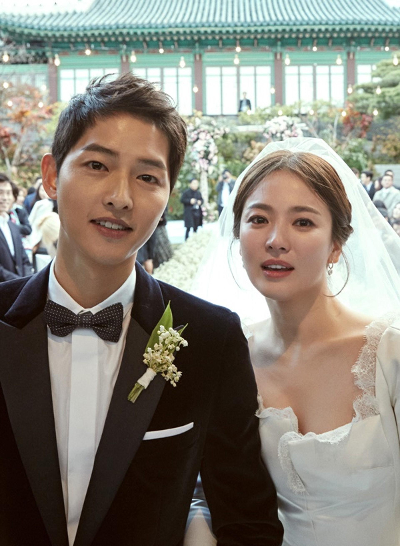 Tòa chính thức tuyên bố Song Joong Ki và Song Hye Kyo ly hôn sau 1 năm 8 tháng