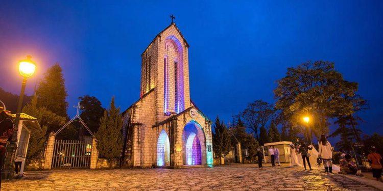 Nhà thờ đá lung linh về đêm (Ảnh sưu tầm)