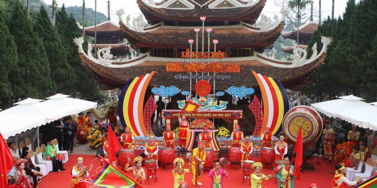 Lễ hội chùa Hương (Ảnh sưu tầm)
