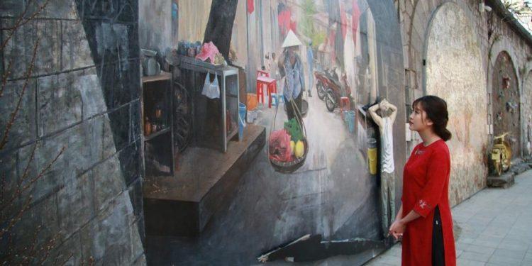 Những bức ảnh sống ảo tại phố bích họa Phùng Hưng (Ảnh sưu tầm)