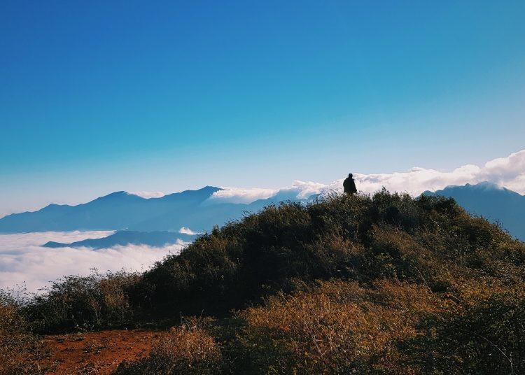 Tận hưởng khoảnh khắc chiến thắng trên đỉnh Tà Chì nhù (Ảnh sưu tầm)