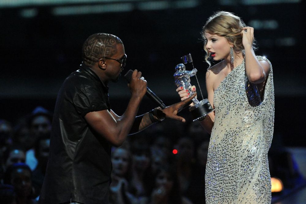 Hoàng tử Indie Vũ bị chỉ trích nặng nề vì đá xéo Taylor Swift không xứng đáng nhận giải ở Grammy