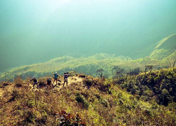 Leo núi thích hợp nhất là vào mùa tạnh ráo (Ảnh sưu tầm)