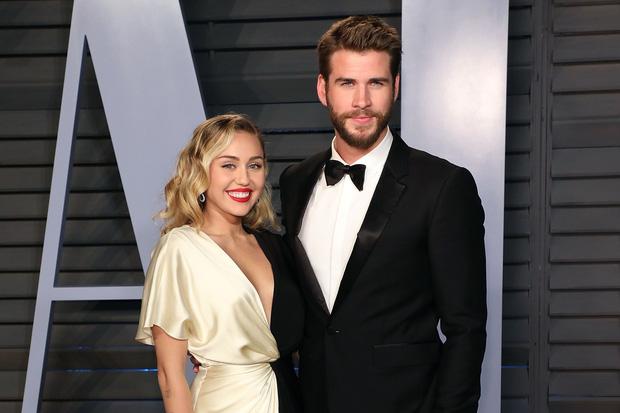 SỐC Miley Cyrus và Liam Hemsworth xác nhận ly hôn sau 8 tháng kết hôn