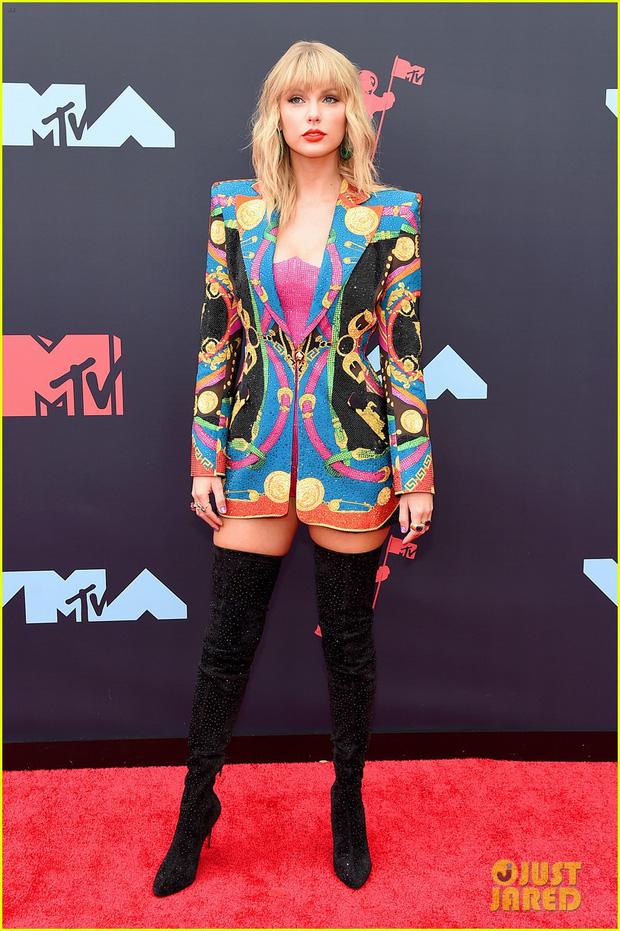 Thảm đỏ VMAs 2019 Taylor Swift đỉnh cao đọ sắc chị em siêu mẫu Hadid, Shawn - Camila bất ngờ tách lẻ