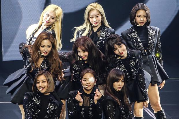 Vượt BLACKPINK, TWICE là nhóm nữ thứ 2 trên thế giới có doanh thu concert cán mốc khủng như Spice Girls