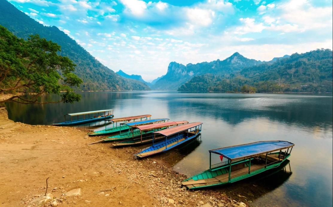 Vẻ đẹp bình yên trên hồ Ba Bể (Ảnh sưu tầm)