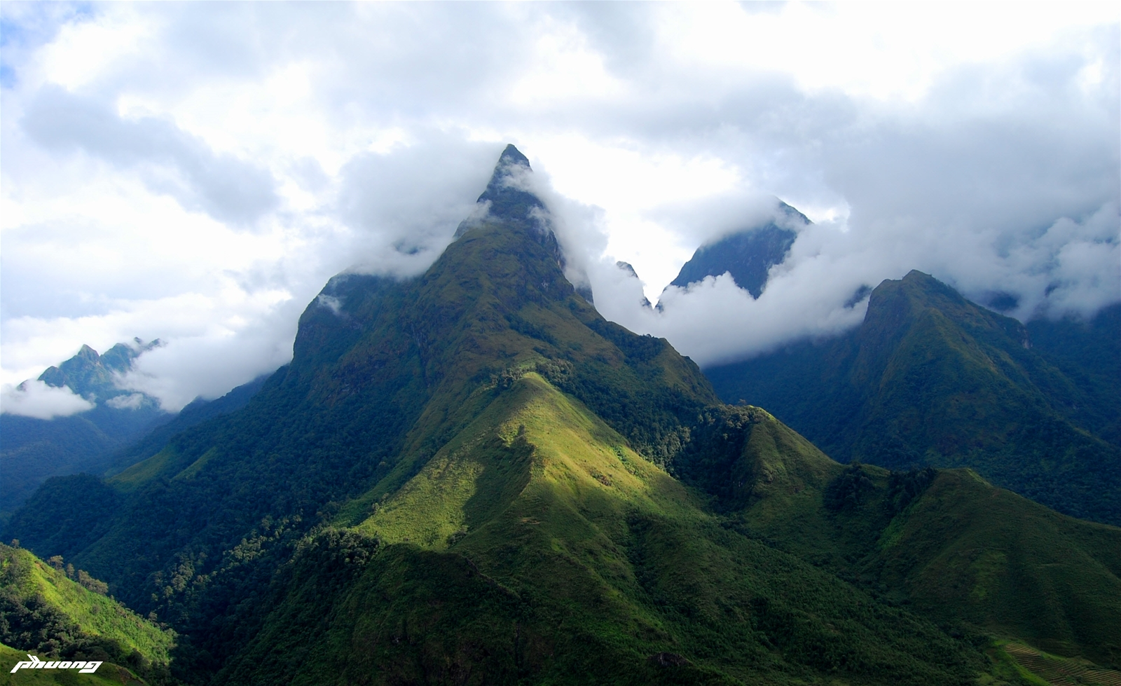 Trekking Tây Côn Lĩnh: Chinh phục đỉnh núi cao nhất vùng Đông Bắc