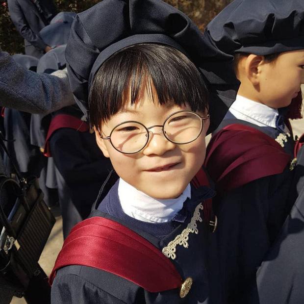 Daehan, Minguk, Manse gây bão mạng xã hội trong và ngoài nước với hình ảnh tốt nghiệp mẫu giáo đáng yêu