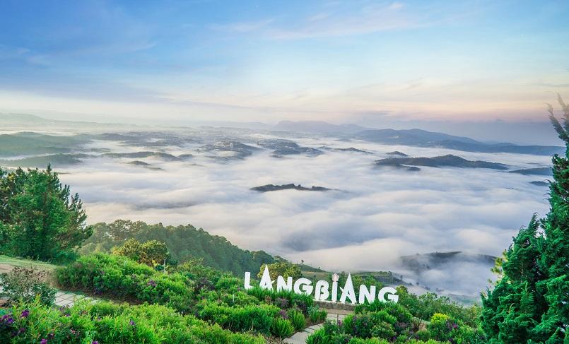 Trekking Langbiang - Thử sức chuyến leo núi săn mây cực đã cùng Celeb 13
