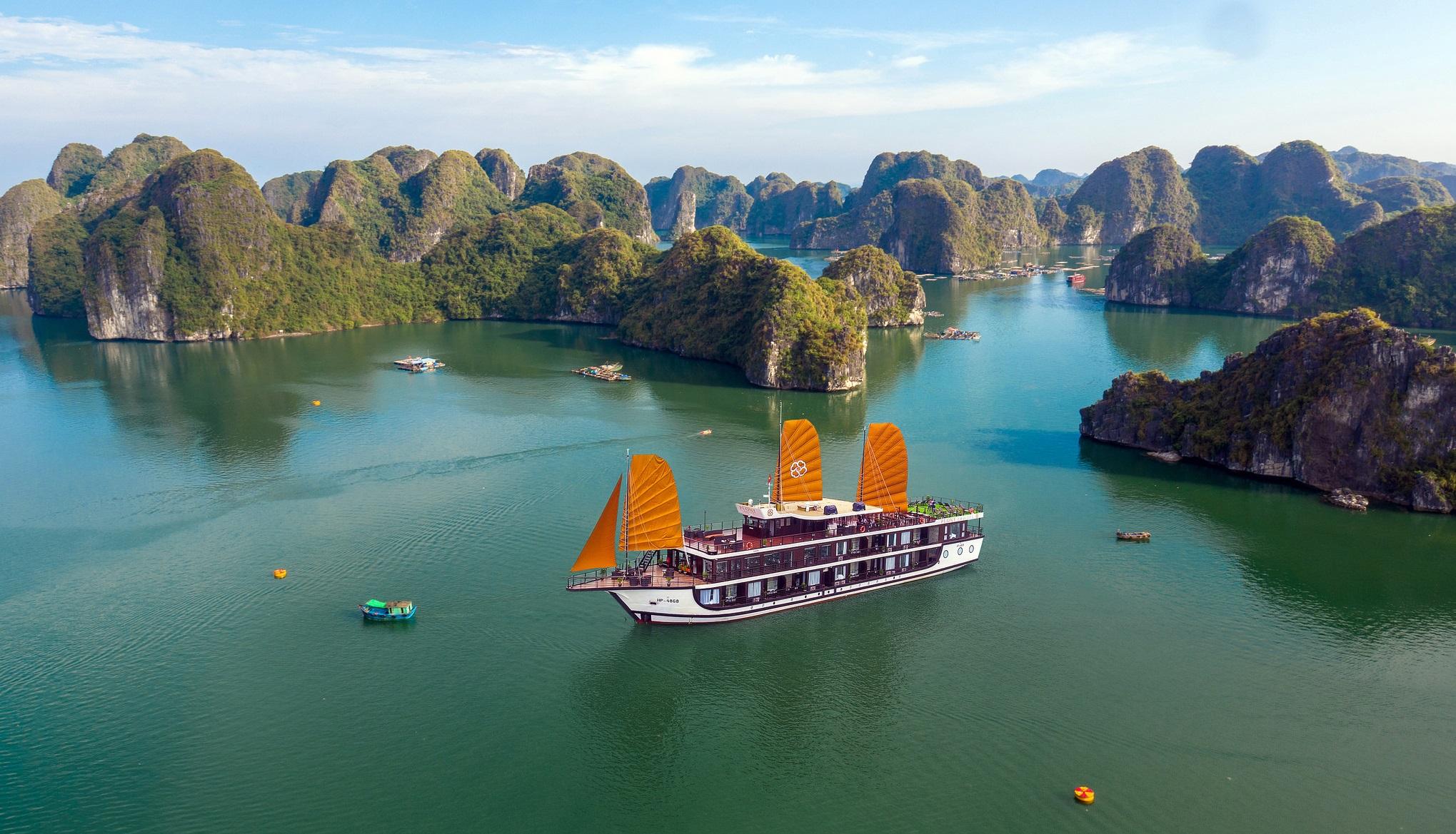 Kinh nghiệm du lịch Hạ Long chinh phục kỳ quan thiên nhiên thế giới mới