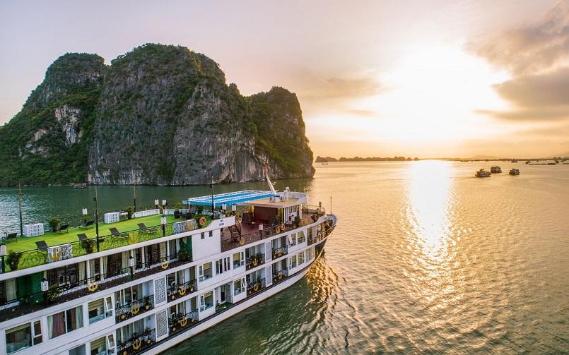 Kinh nghiệm du lịch bằng du thuyền và Top những du thuyền đẹp nhất tại Hạ Long 1