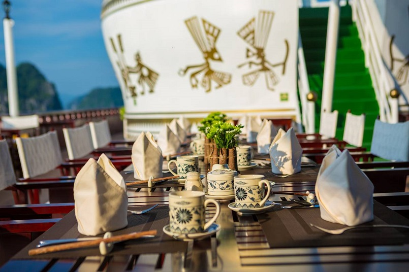 Kinh nghiệm du lịch bằng du thuyền và Top những du thuyền đẹp nhất tại Hạ Long 17
