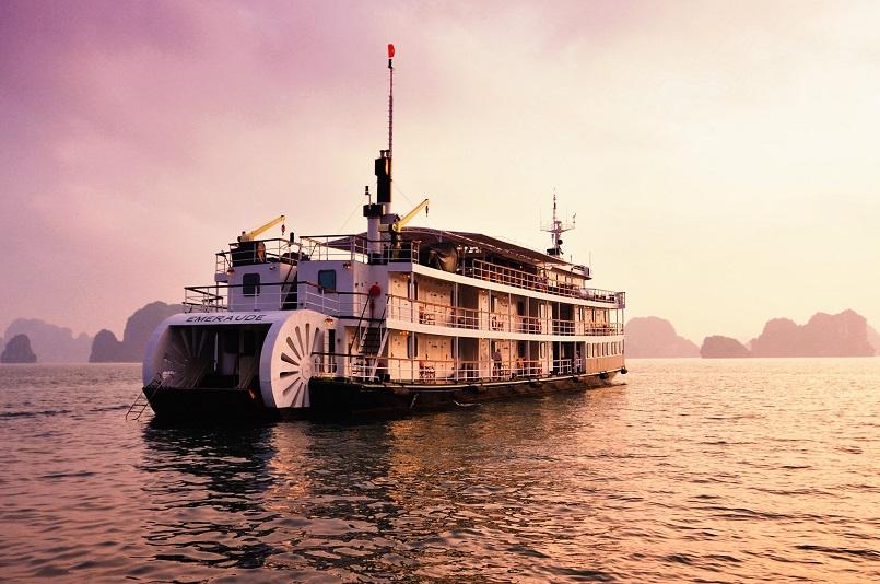Kinh nghiệm du lịch bằng du thuyền và Top những du thuyền đẹp nhất tại Hạ Long 10