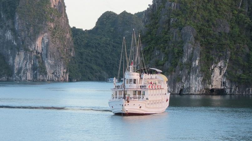 Kinh nghiệm du lịch bằng du thuyền và Top những du thuyền đẹp nhất tại Hạ Long 31
