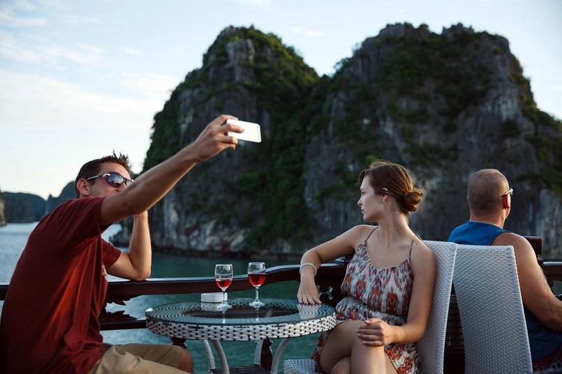 Kinh nghiệm du lịch bằng du thuyền và Top những du thuyền đẹp nhất tại Hạ Long 32