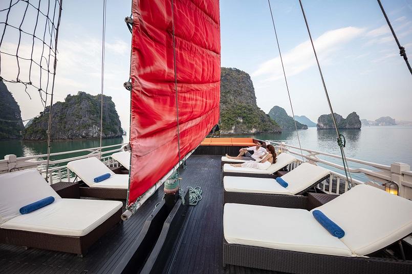 Kinh nghiệm du lịch bằng du thuyền và Top những du thuyền đẹp nhất tại Hạ Long 40