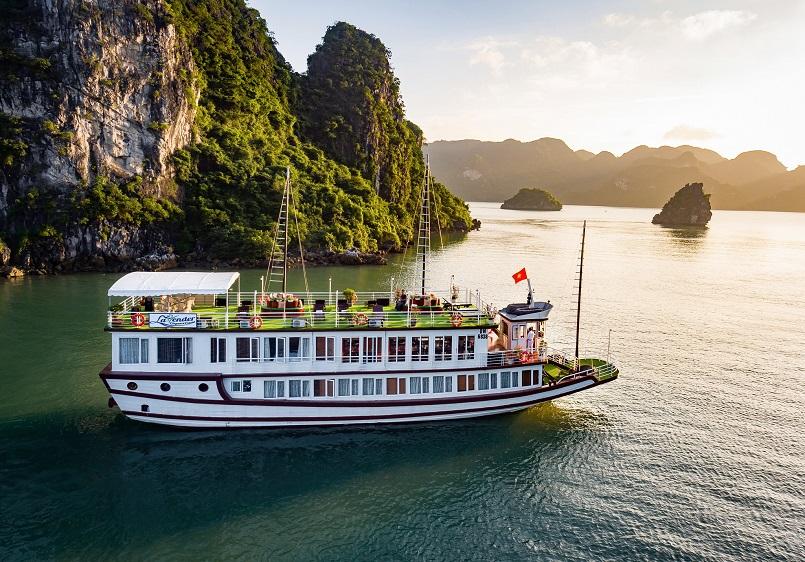 Kinh nghiệm du lịch bằng du thuyền và Top những du thuyền đẹp nhất tại Hạ Long 6