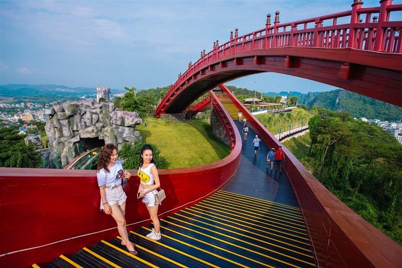 Kinh nghiệm du lịch Hạ Long chinh phục kỳ quan thiên nhiên thế giới mới 19