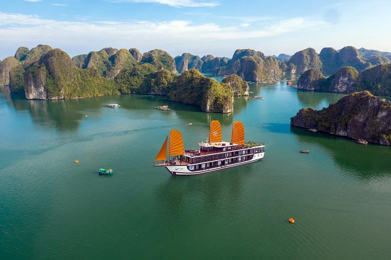 Kinh nghiệm du lịch bằng du thuyền và Top những du thuyền đẹp nhất tại Hạ Long 3