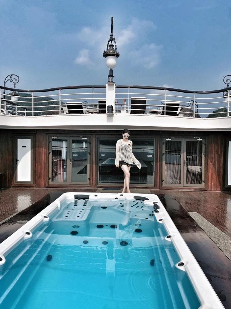 Kinh nghiệm du lịch bằng du thuyền và Top những du thuyền đẹp nhất tại Hạ Long 4