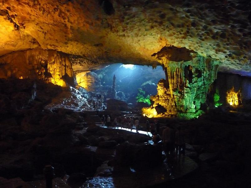 Kinh nghiệm du lịch Hạ Long chinh phục kỳ quan thiên nhiên thế giới mới 21