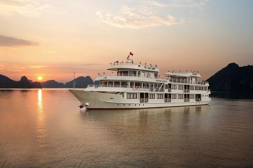 Kinh nghiệm du lịch bằng du thuyền và Top những du thuyền đẹp nhất tại Hạ Long 2
