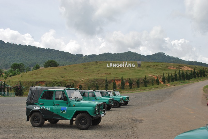 Trekking Langbiang - Thử sức chuyến leo núi săn mây cực đã cùng Celeb 15