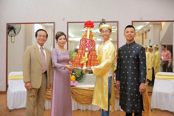 Đám cưới Chí Anh: Áo dát vàng 6000 USD, siêu xe 7 tỷ và... 3