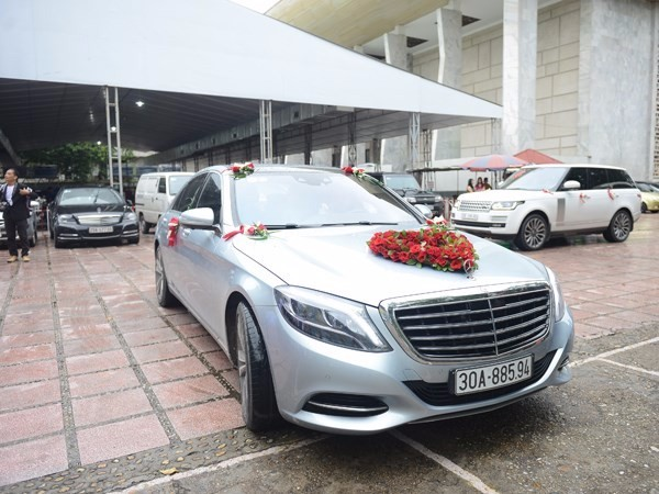 Đám cưới Chí Anh: Áo dát vàng 6000 USD, siêu xe 7 tỷ và... 5