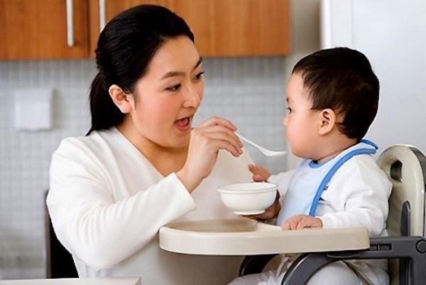 Đây là lý do khiến mẹ nào cũng muốn thêm tỏi vào thức ăn dặm cho con 2