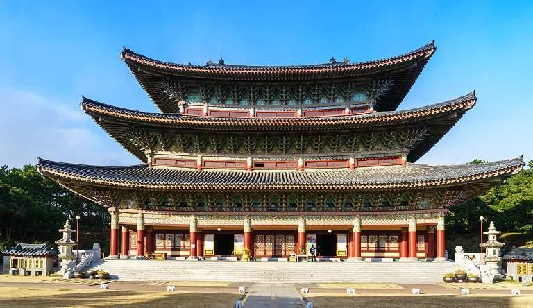 Đền Yakcheonsa - Địa điểm du lịch ở Jeju
