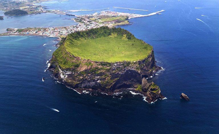 Núi lửa Seongsan - Địa điểm du lịch đảo Jeju