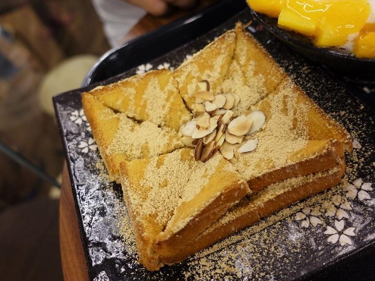 Injeolmi Toast - Món ăn Hàn Quốc