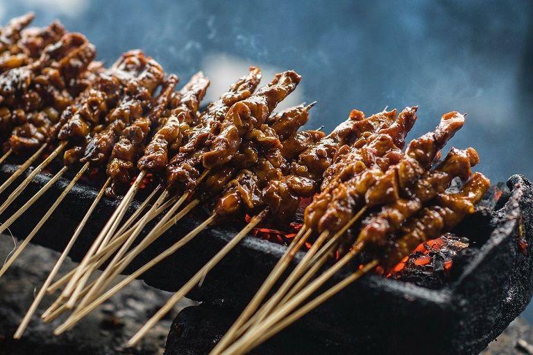 Đến Singapore nên ăn gì - Thịt xiên nướng