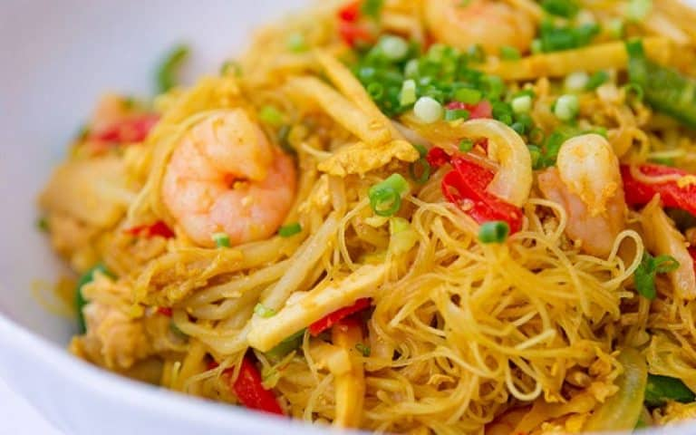 Đến Singapore nên ăn gì - Bún xào Singapore