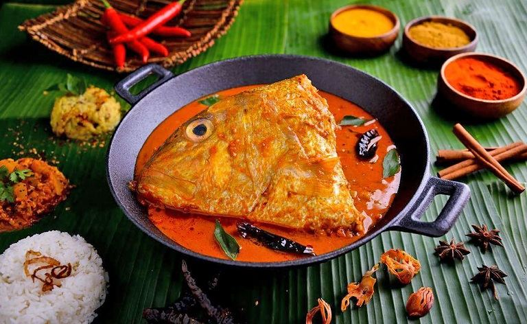 Đến Singapore nên ăn gì - Cà ri đầu cá