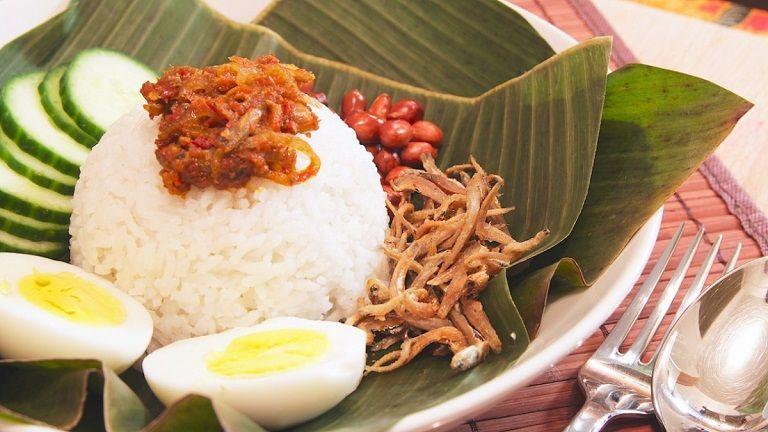 Đến Singapore nên ăn gì - Xôi Nasi Lemak
