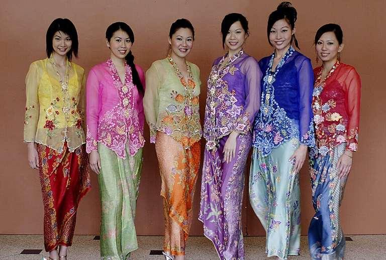 Quần áo lụa Batik
