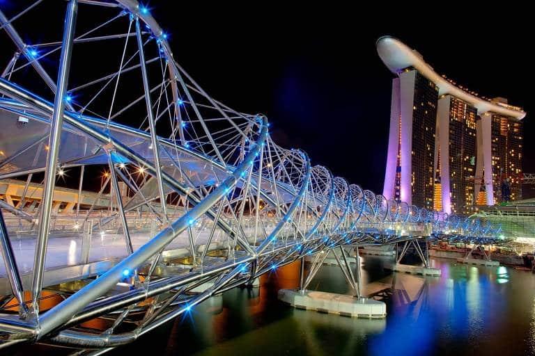 Cây cầu Helix lấp lánh trong đêm