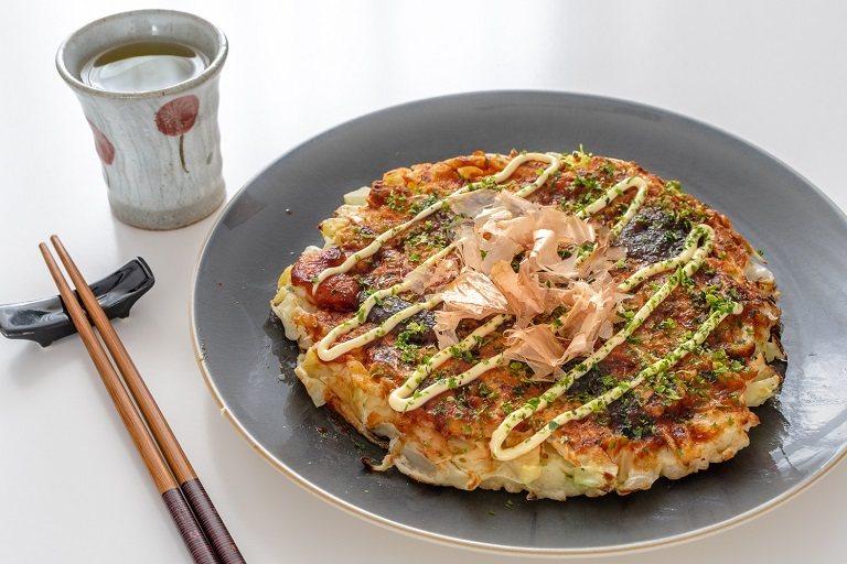 Okonomiyaki - Đặc sản đường phố Osaka