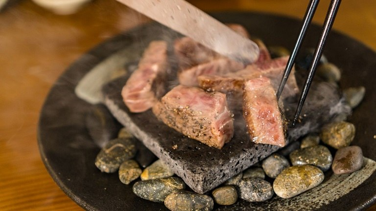 Nướng thịt trên đá kiểu người Nhật