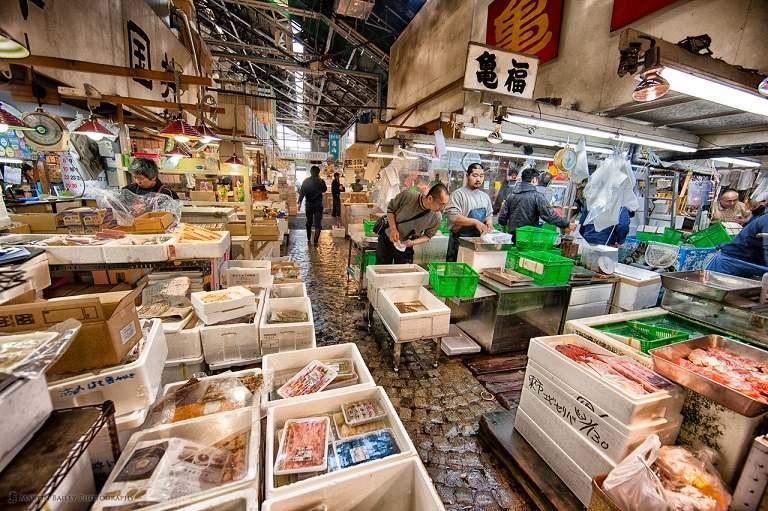 Chợ cá Tsukiji - Địa điểm du lịch Nhật Bản