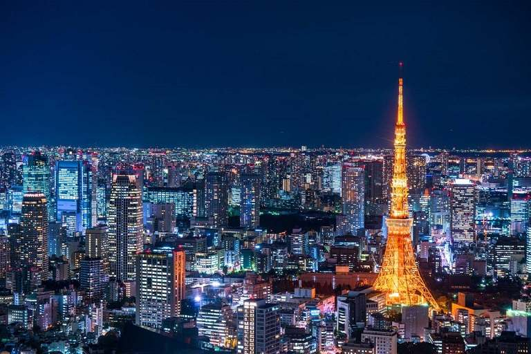 Tháp Tokyo Tower sáng rực trong đêm
