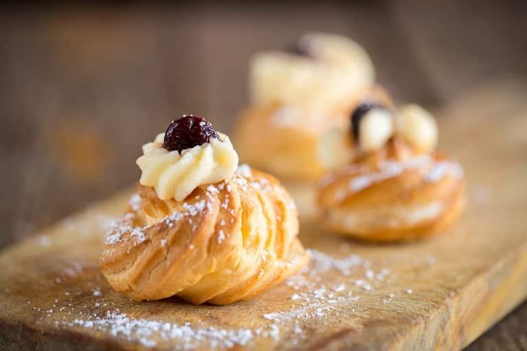 Bánh Zeppole - các món ăn nổi tiếng của Ý