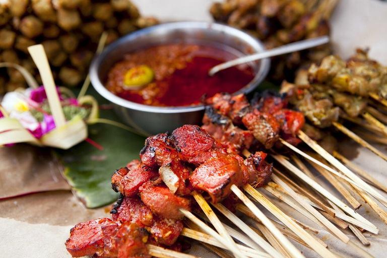 Xiên thịt nướng trên đường phố Malaysia