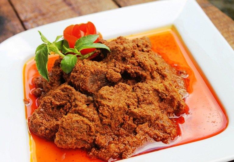 Bò rendang - đặc sản Malaysia