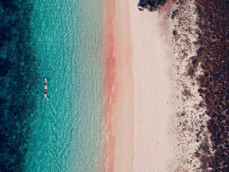 Bãi biển Pantai Merah